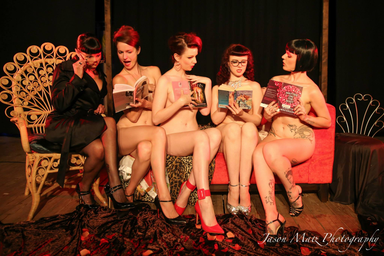 Naked Girls Reading: erotismo intelectual