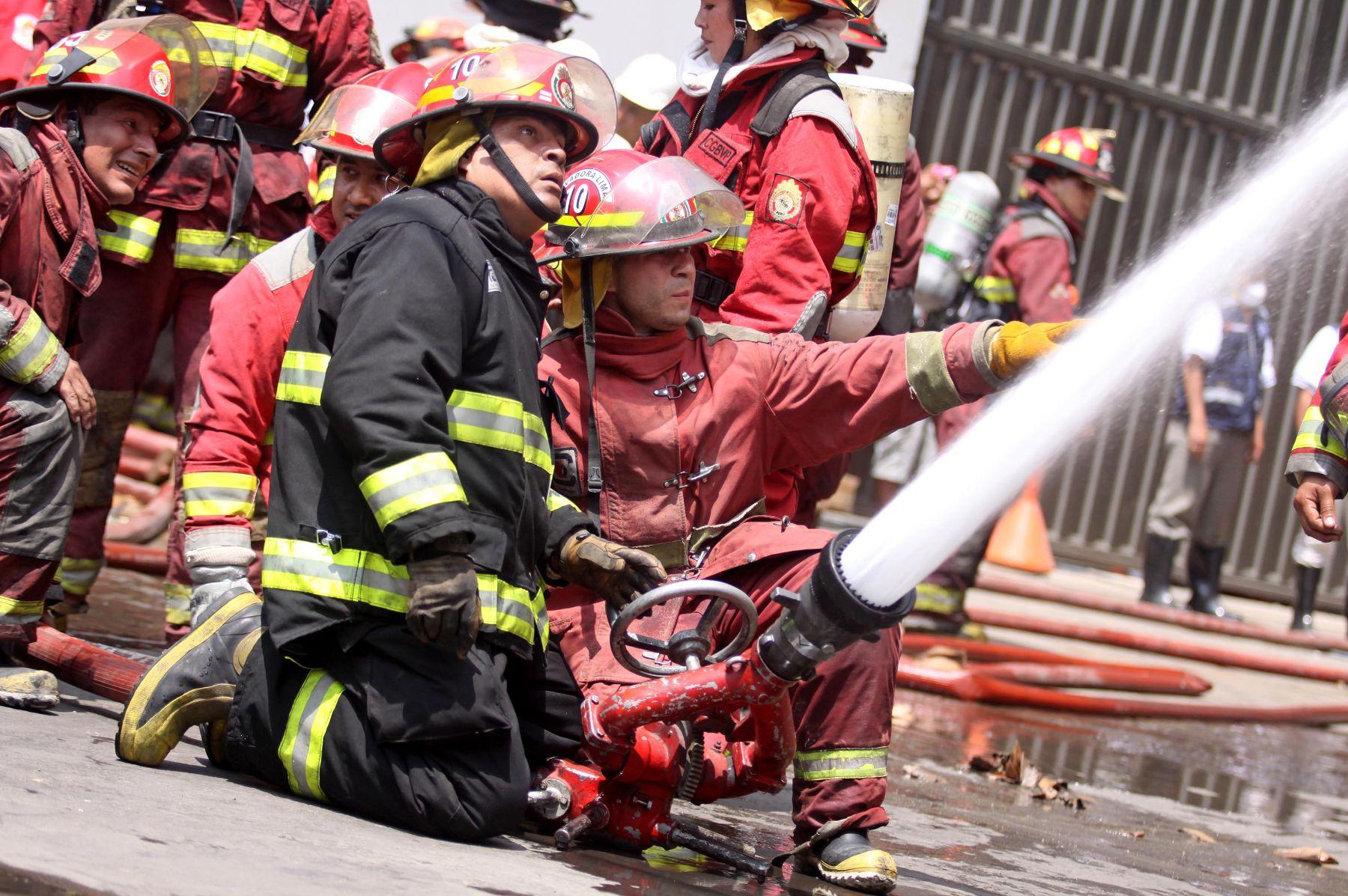Huacho: motobomba, ambulancia y sirena de los bomberos esta malograda, pero no reciben ayuda económica
