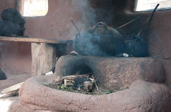 Post humo de cocinas a le a es un riesgo mortal en los for Chimeneas interiores sin humo