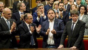 """Game of Catalans"". Después de idas y venidas, el parlament catalán somete a votación la independencia de Catalunya"