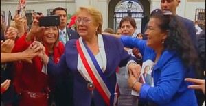 Así fue la emotiva despedida de la gente a Michelle Bachelet [VIDEO]