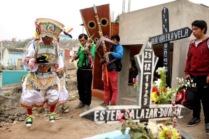 Post: Día de los Muertos en Perú: Así celebran en el cementerio más grande de América Latina [FOTOS]